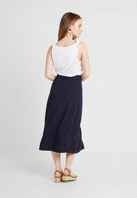 Vero Moda Petite - VMGAEL CALF SKIRT - A-line skirt - night sky - 2