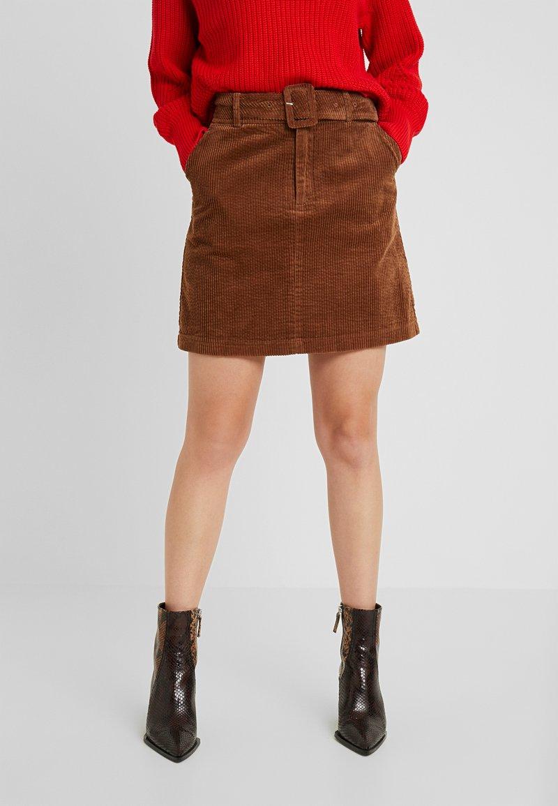 Vero Moda Petite - VMLEVI HW SHORT SKIRT  - Mini skirt - cognac