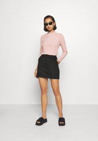 Vero Moda Petite - VMDONNADINA SHORT SKIRT - Minifalda - black - 1