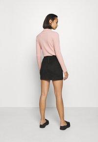 Vero Moda Petite - VMDONNADINA SHORT SKIRT - Minifalda - black - 2