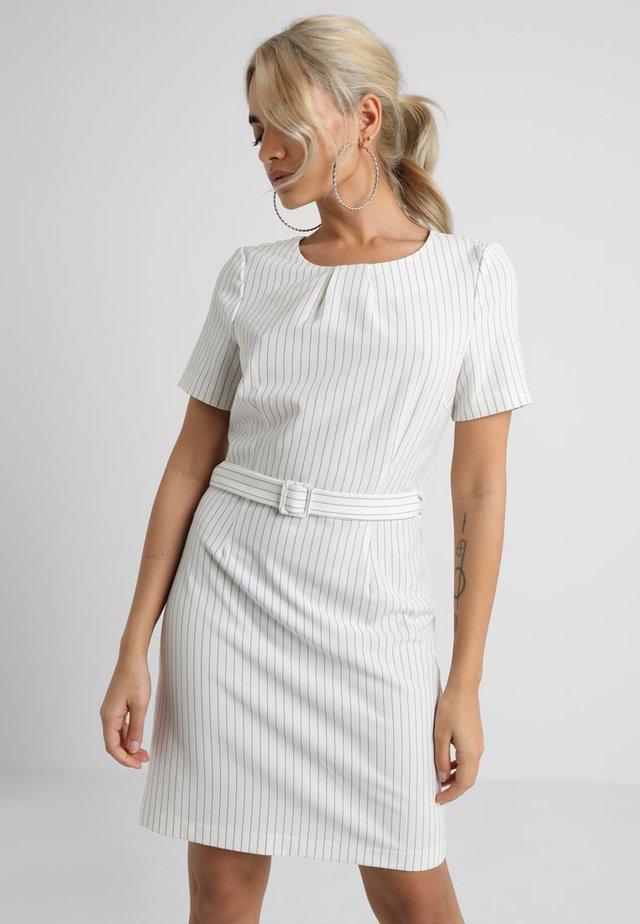 VMHELENA SHORT DRESS - Freizeitkleid - snow white
