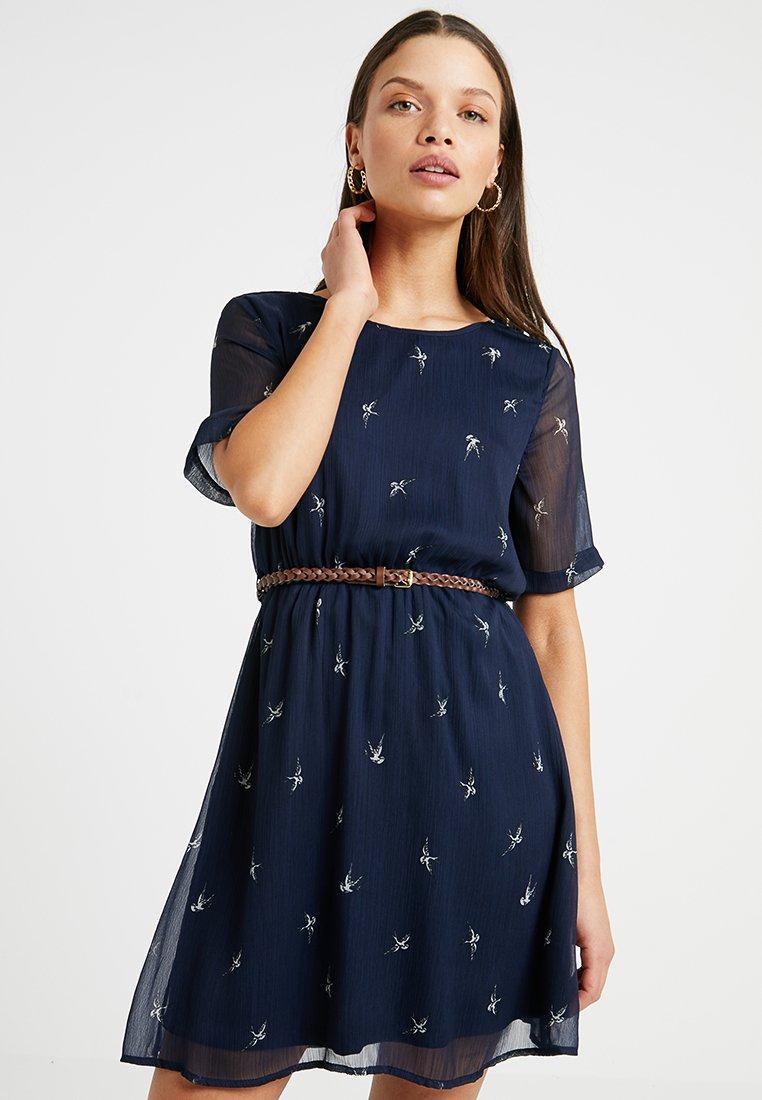 Vero Moda Petite - VMSALLIE 2/4 BELT DRESS - Day dress - navy blazer/medium birds