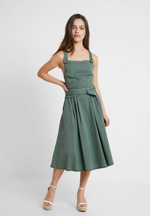 VMFLAME STRAP BOW MIDI DRESS - Denní šaty - laurel wreath