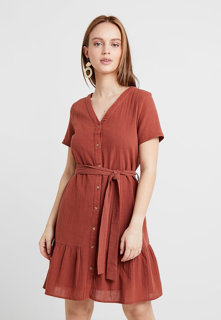 Vero Moda Petite - VMSAMMI SHORT BUTTON DRESS - Blusenkleid - mahogany