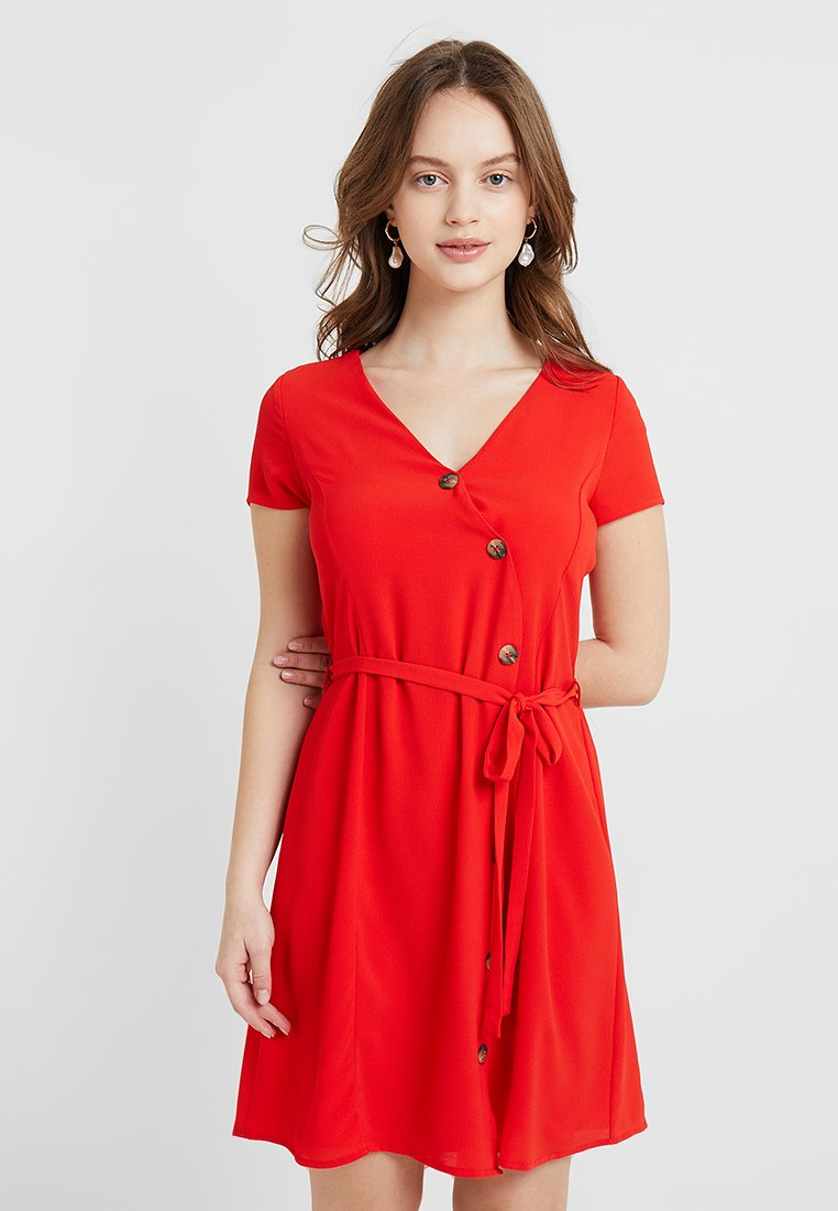 Vero Moda Petite - VMANNIKA CAPSLEEVE DRESS - Shirt dress - fiery red