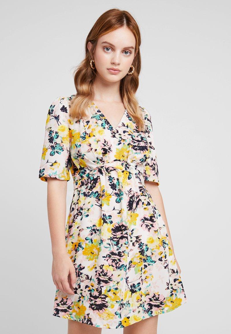 Vero Moda Petite - VMMIAMI SHORT DRESS - Day dress - pristine/miami