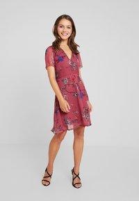 Vero Moda Petite - VMKATINKA  SHORT DRESS - Denní šaty - dry rose/katinka - 2