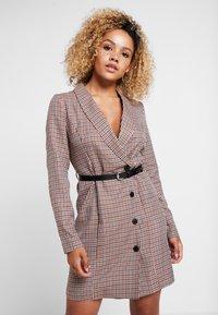 Vero Moda Petite - VMALICIA SHORT DRESS - Denní šaty - tobacco brown - 0