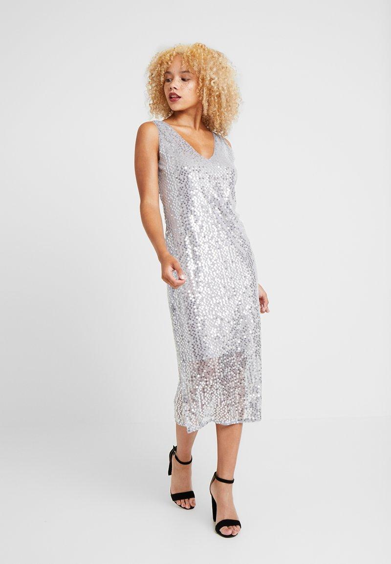 Vero Moda Petite - VMDAISY CALF DRESS - Koktejlové šaty/ šaty na párty - silver sconce