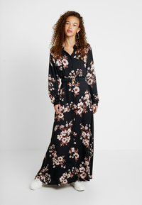 Vero Moda Petite - VMROMA BELT ANCLE DRESS - Długa sukienka - black/belle - 0