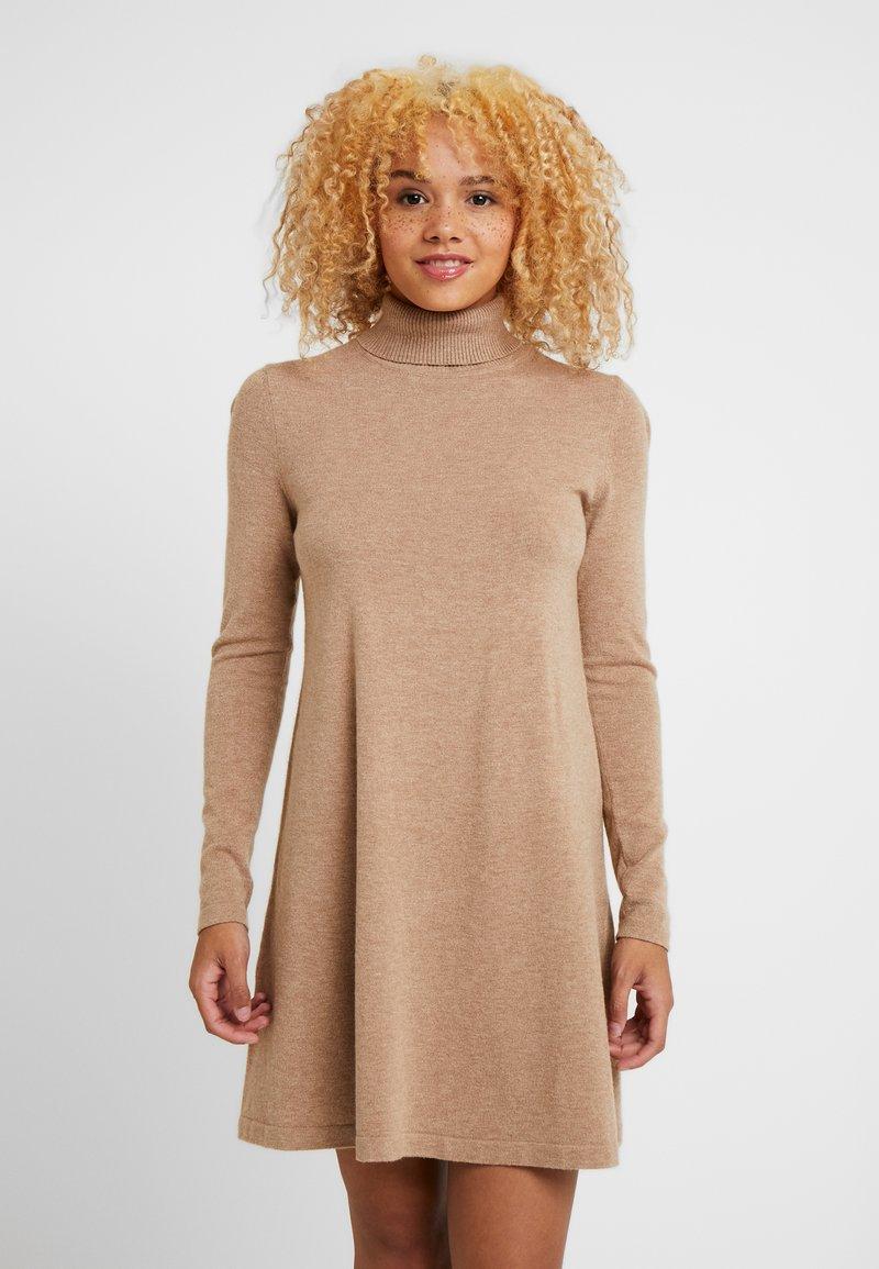 Vero Moda Petite - VMHAPPY ROLLNECK DRESS BOO - Day dress - tobacco brown/melange