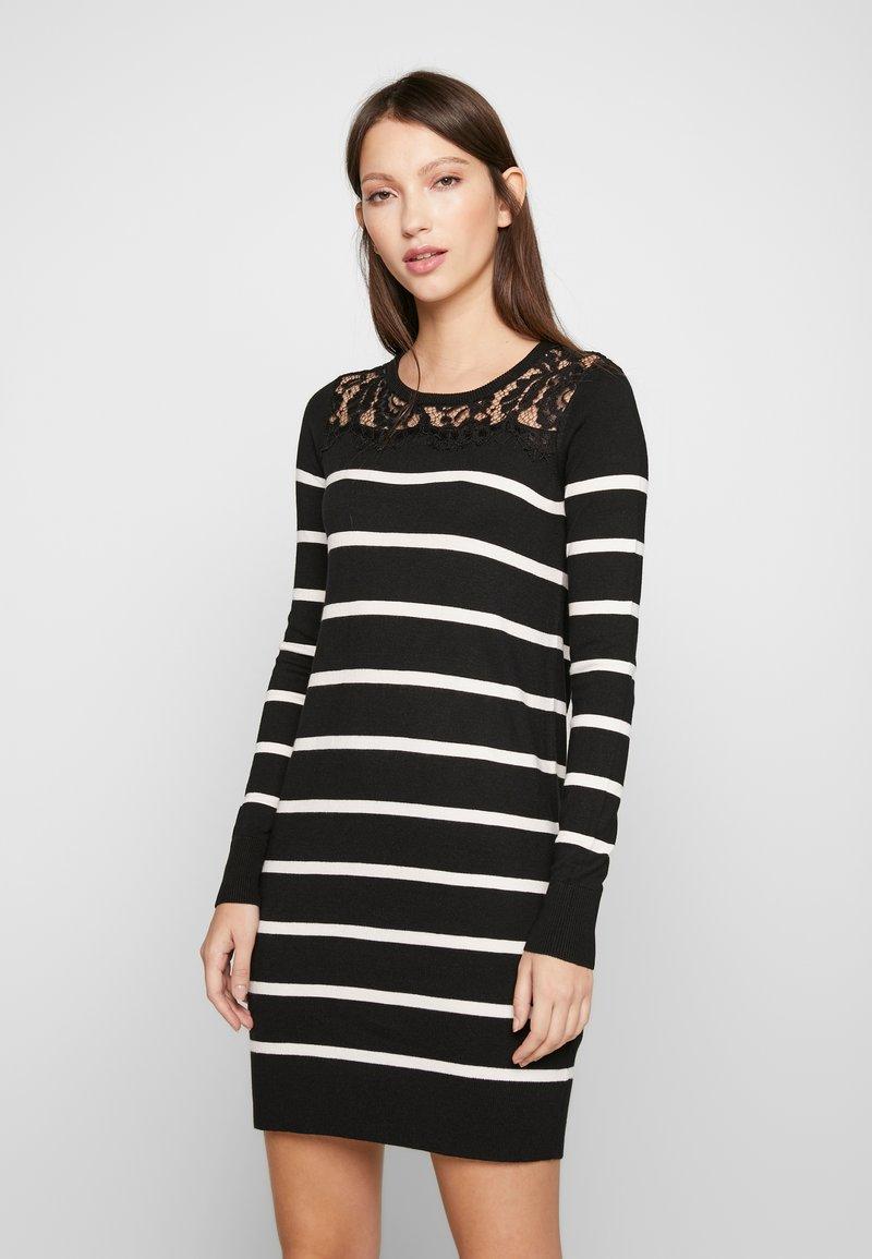 Vero Moda Petite - VMLACOLE LACE DRESS - Vestido de punto - black/snow white/black lace