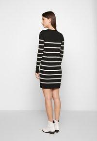 Vero Moda Petite - VMLACOLE LACE DRESS - Vestido de punto - black/snow white/black lace - 2