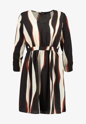 VMFIDELA SHORT DRESS PETITE - Day dress - birch/fidela