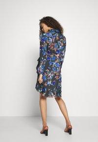 Vero Moda Petite - VMWINDY HENNA SHIRT DRESS - Košilové šaty - pirate black - 3