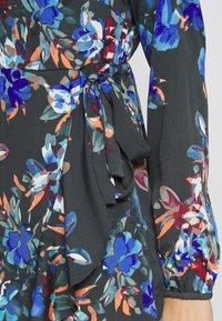 Vero Moda Petite - VMWINDY HENNA SHIRT DRESS - Košilové šaty - pirate black - 5
