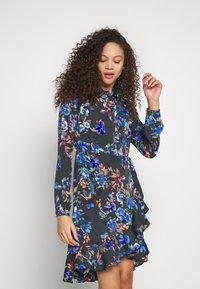 Vero Moda Petite - VMWINDY HENNA SHIRT DRESS - Košilové šaty - pirate black - 0