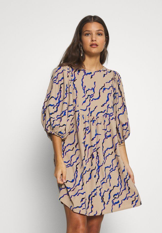 VMRICA 3/4 PUFF DRESS PETITE - Korte jurk - silver mink/rica
