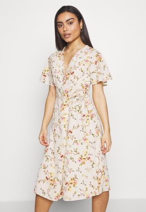 VMKISSEY DRESS PETITE - Korte jurk - birch
