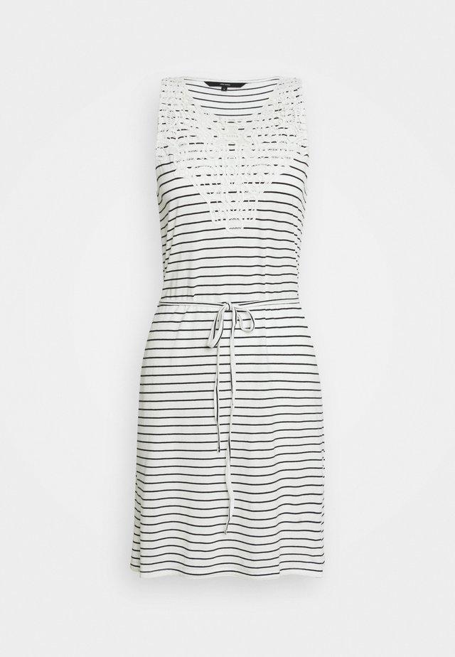 VMHELA SHORT DRESS PETITE - Korte jurk - snow white/night sky