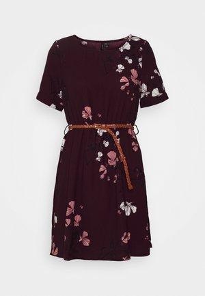 VMANNIE BELT SHORT DRESS - Day dress - winetasting/hallie