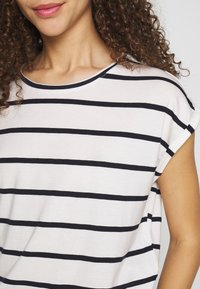 Vero Moda Petite - VMAVA PLAIN NEMO STRIPE - T-shirt imprimé - snow white/night sky - 4