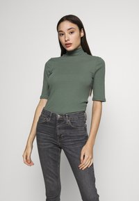 Vero Moda Petite - VMISLA HIGH NECK - T-shirt basic - laurel wreath - 0