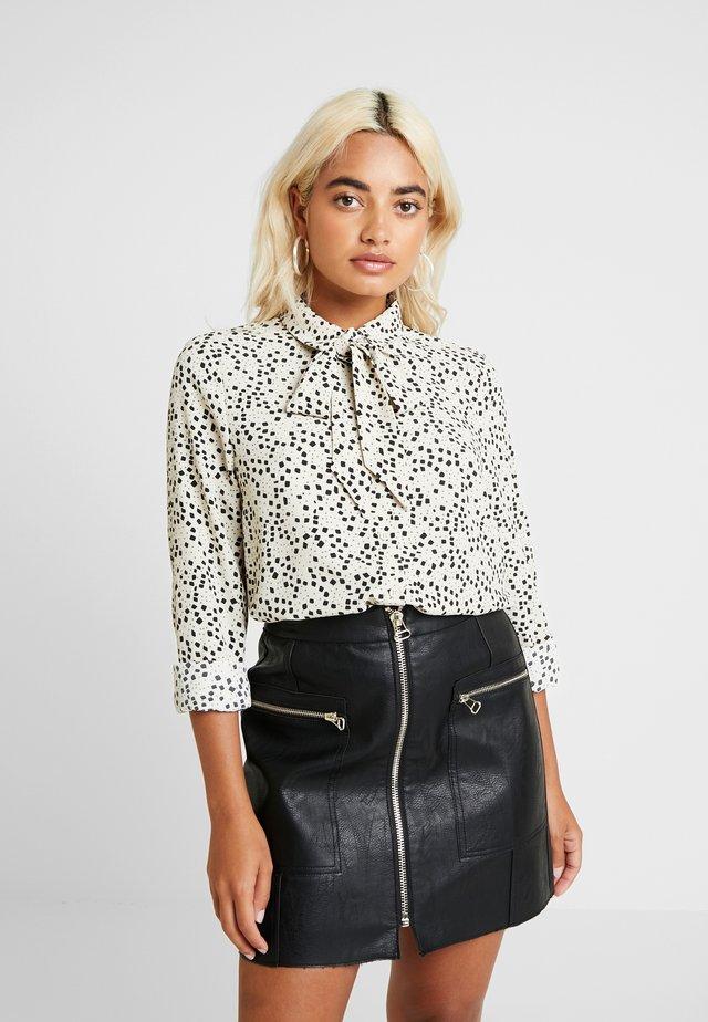 VMAFIA BOW - Button-down blouse - pistachio shell
