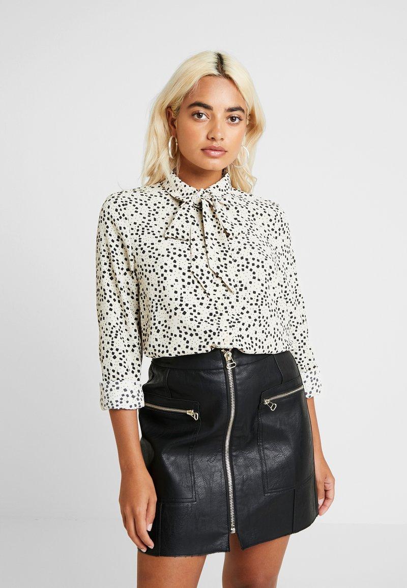Vero Moda Petite - VMAFIA BOW - Button-down blouse - pistachio shell