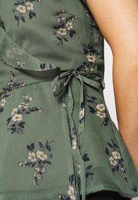 Vero Moda Petite - VMKAY FRILL WRAP - Blusa - laurel wreath/celia - 5