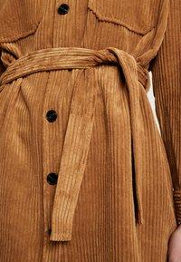 Vero Moda Petite - VMCORDAFIA - Hemdbluse - tobacco brown - 6