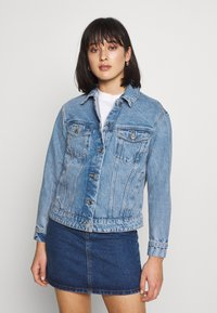 Vero Moda Petite - VMKATRINA LOOSE JACKET MIX - Denim jacket - light blue denim - 0