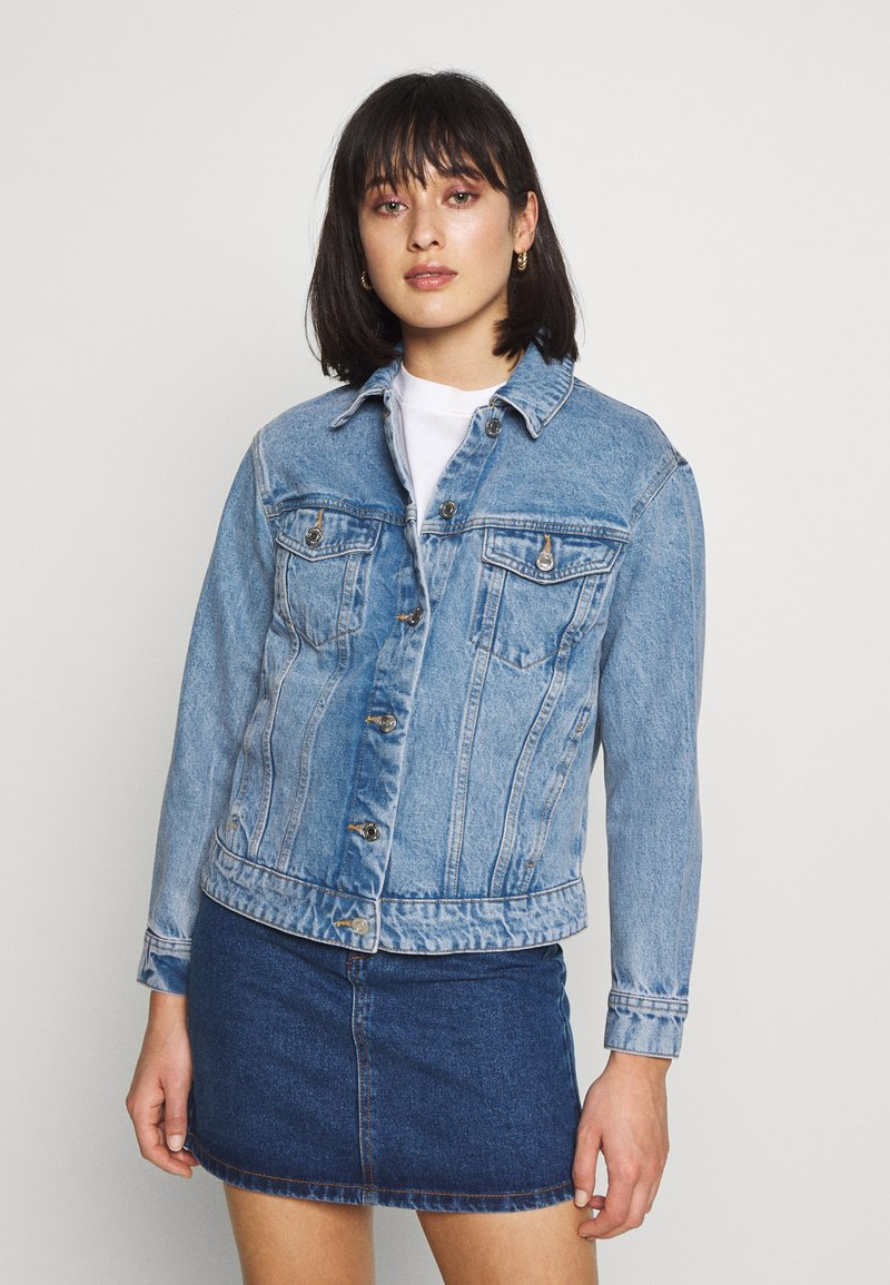 Vero Moda Petite - VMKATRINA LOOSE JACKET MIX - Denim jacket - light blue denim