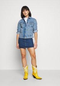 Vero Moda Petite - VMKATRINA LOOSE JACKET MIX - Denim jacket - light blue denim - 1