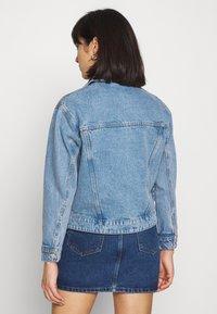 Vero Moda Petite - VMKATRINA LOOSE JACKET MIX - Denim jacket - light blue denim - 2