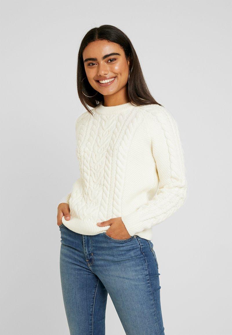 Vero Moda Petite - VMPRIYA O NECK - Stickad tröja - pristine