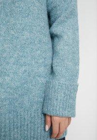 Vero Moda Petite - VMBERKO - Stickad tröja - north atlantic/melange - 5