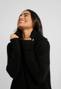 Vero Moda Petite - VMKIZZI LONG COWLNECK - Pullover - black - 3