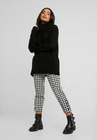 Vero Moda Petite - VMKIZZI LONG COWLNECK - Pullover - black - 1