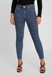 Vero Moda Petite - VMTERESA MR JEANS - Jeans Skinny Fit - dark blue denim - 0