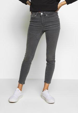 VMTERESA MR JEANS PETITE - Jeans Skinny Fit - medium grey denim