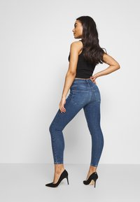 Vero Moda Petite - VMSOPHIA PET - Jeans Skinny Fit - medium blue denim - 2