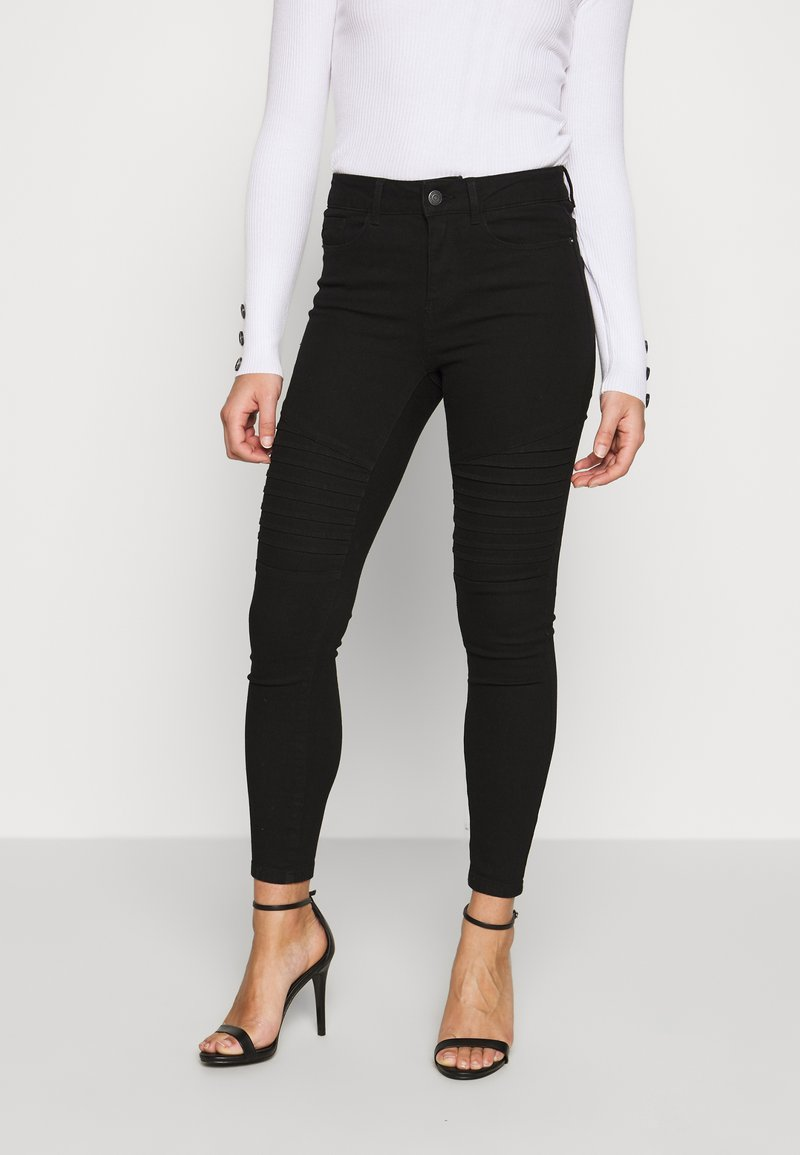 Vero Moda Petite - VMHOT SEVEN MR BIKER PANTS - Jeans Skinny - black