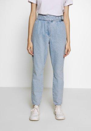 VMAYA BELT - Jeans Skinny Fit - light blue denim