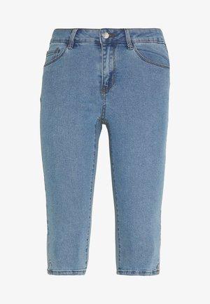 VMHOT SEVEN SLIT KNICKER - Shorts di jeans - light blue denim
