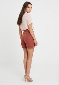 Vero Moda Petite - VMSELINA - Shorts - mahogany - 2