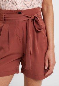 Vero Moda Petite - VMSELINA - Shorts - mahogany - 4