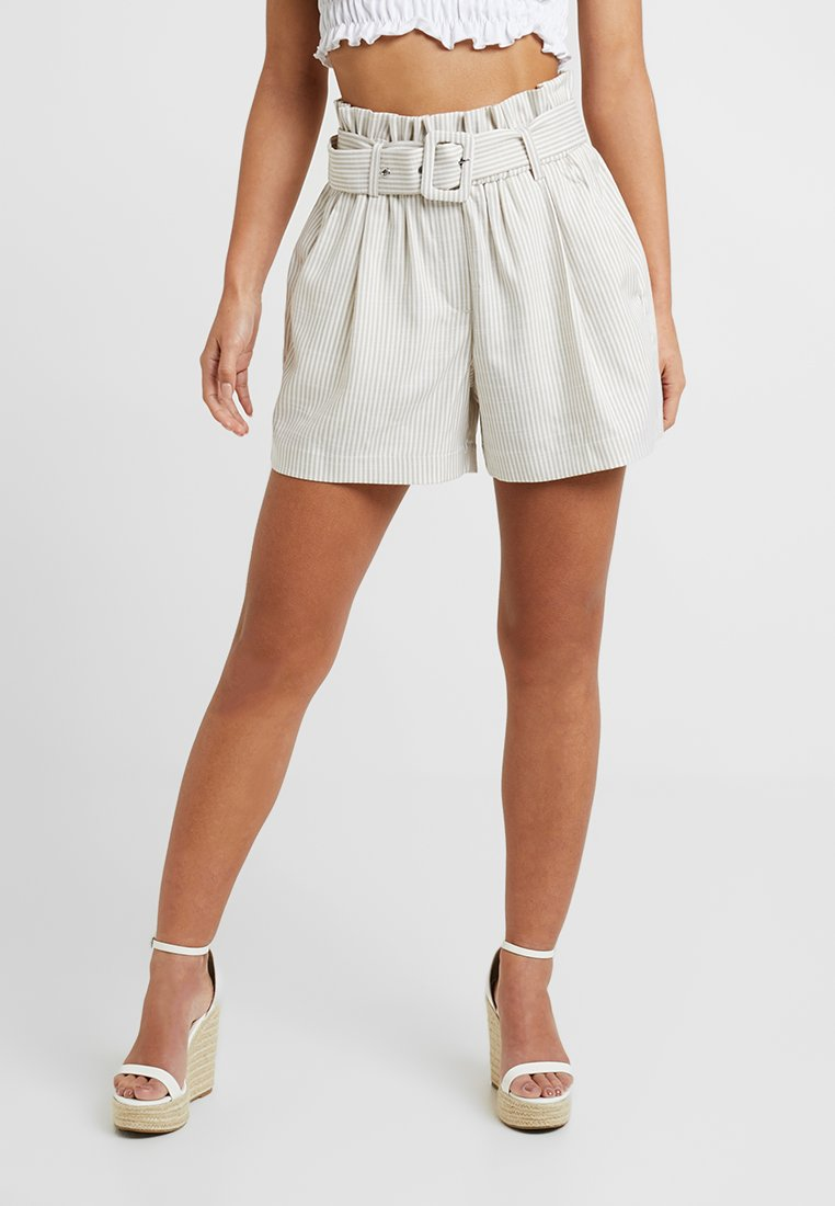 Vero Moda Petite - VMGALLY - Shorts - oatmeal/snow white