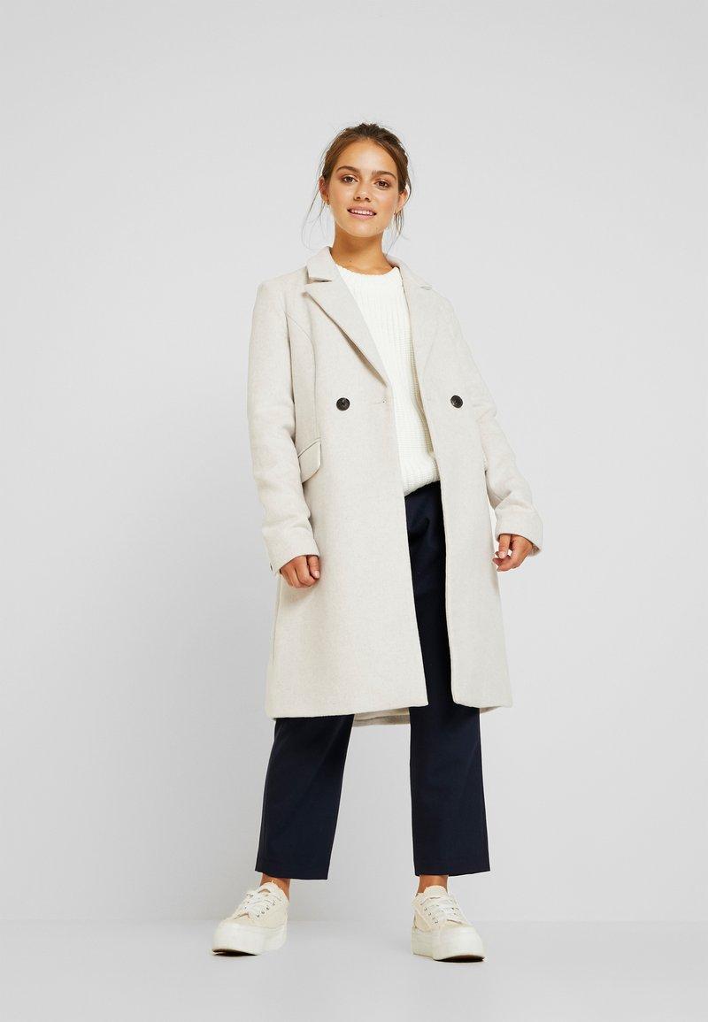Vero Moda Petite - VMNORAMILLE - Zimní kabát - birch/melange