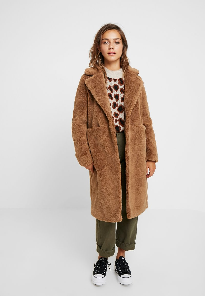 Vero Moda Petite - VMHOLLY - Wintermantel - tobacco brown